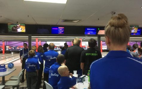 Carlson stands with his team at a tournament.