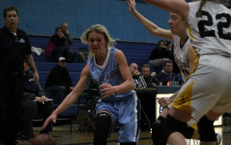 Senior Sophie Kintop dribbles the ball towards the net against Marshall. Spartans lost 30-44 on Monday.