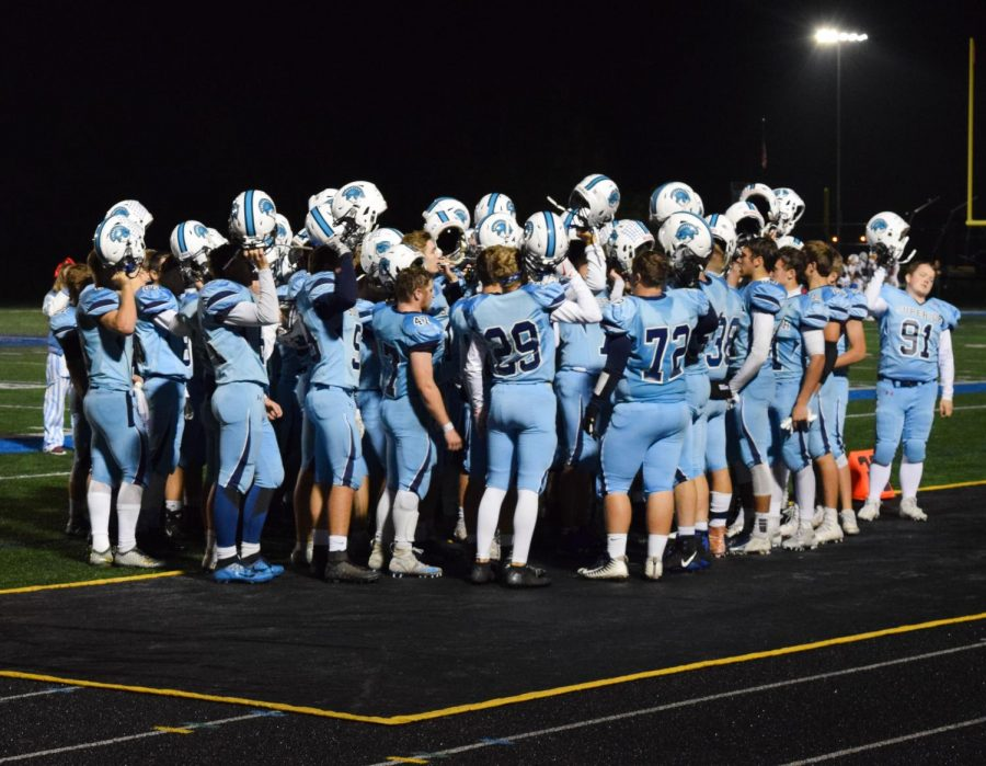 Cutline%3A+Spartan+football+team+huddles+together+as+a+team+On+Friday+October+5th+at+Superior+High+sports+complex