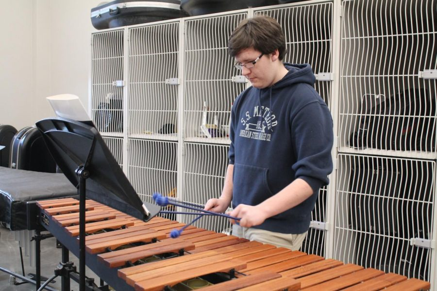 Senior+Jaxon+Hoffmann+practices+on+the+marimbas+in+room+1440+on+Nov.+12.%0A
