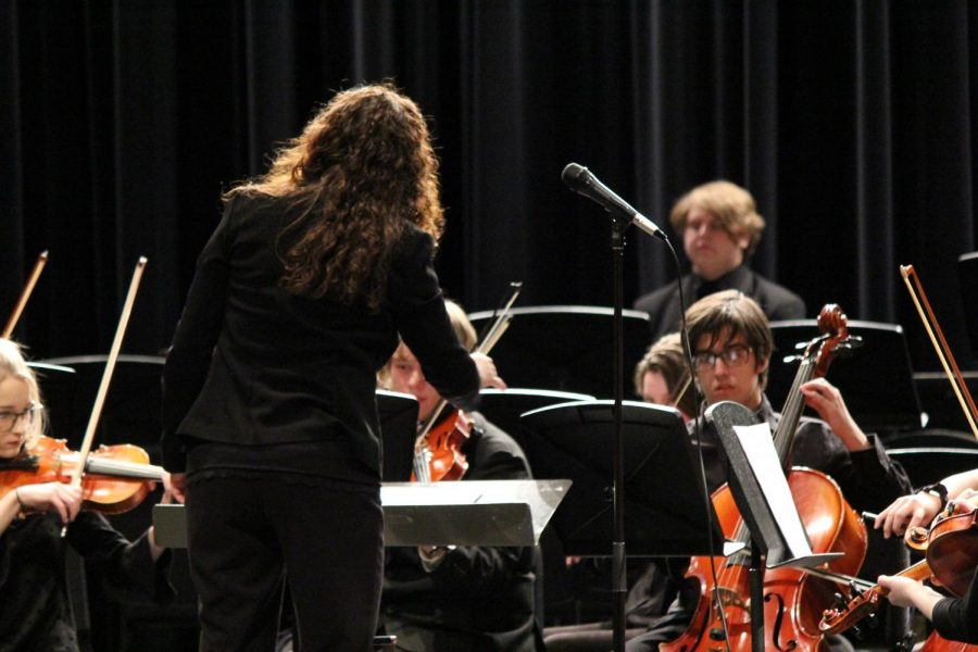 Orchestra+director+Amy+Eichers+conducts+the+orchestra+during+the+Pops+Concert+last+night.+The+school%E2%80%99s+band%2C+orchestra+and+choir+all+performed+during+the+event.