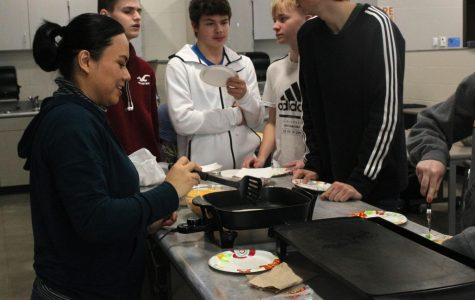 Visitor cooks for spanish classes