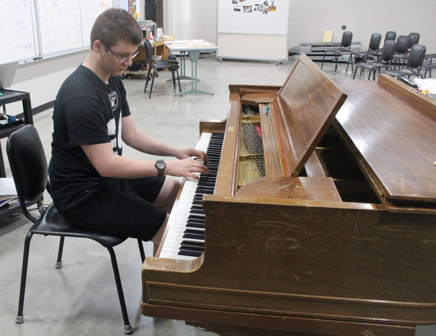 Sophomore Skyler Edquist plays piano in room 1420 on April 29. Edquist has been playing piano since he was young.