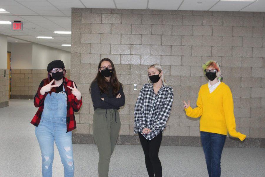 Left to right: Seniors Rene Williams, Ellie Westlund, Satori Rekstad, Pheonyx Whittkopf strike a pose in the third floor hallway