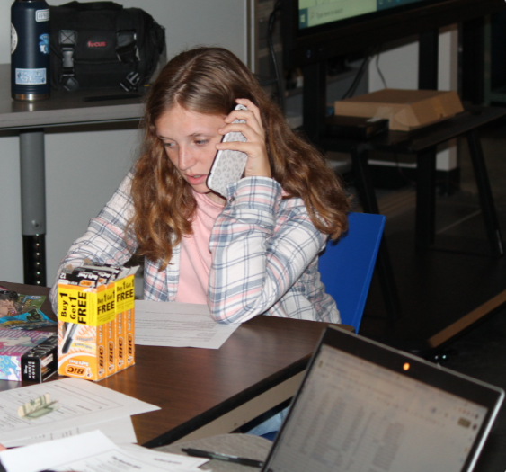 Senior Emma Winberg working hard selling subscriptions Oct. 6. She is one of the many that helped the class reach their goal.